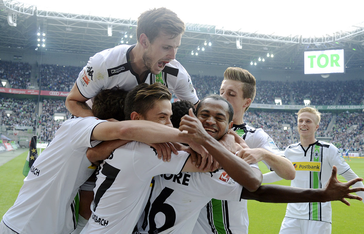 Borussia Park Moenchengladbach, Germany 10.3.2015, German Bundesliga, 2015/16, 8th Matchday ,Borussia Monchengladbach (Moenchengladbach, Gladbach) vs. VfL Wolfsburg ----celebrating:  Havard Nordtveit (MGL) on top,  Julian Korb (2nd von left., MGL), Ibrahima Traore (3.v.re.,Gladbach), Raffael (3.v. re., Gladbach), Patrick Herrmann (Gladbach), re.: Oscar Wendt (Gladbach)