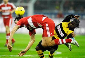 Dortmund-Bayern Muenchen: Luca TONI und Tinga beim Luftballett
