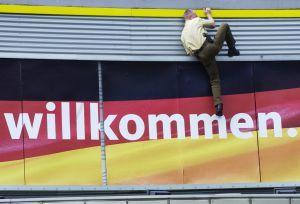 Wahlkampfauftakt der CDU: kletternder Polizist