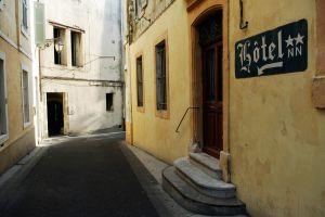 Hoteleingang in Arles
